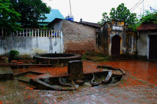 Ancient Wells Duong Lam