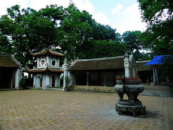 Travel Ancient Village Duong Lam