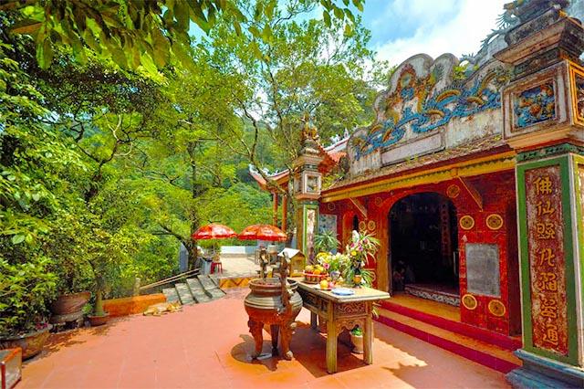 Temple Tam Dao